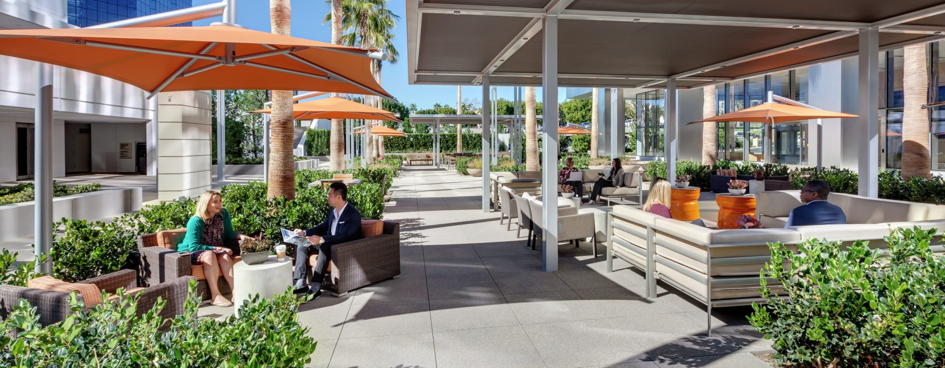 Lifestyle photographyof the outdoor workspace area of Ona La Jolla Center, San Diego, California